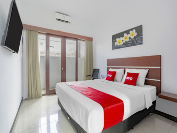 OYO 3852 Valomia Guest House Bali - Deluxe Double Room Regular Plan