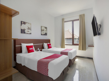 OYO 3852 Valomia Guest House Bali - Deluxe Twin Room Regular Plan