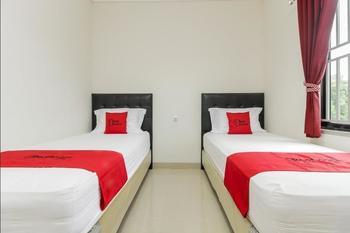 RedDoorz @ Kampung Bintang Bangka - Twin Room Regular Plan