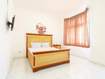 OYO Life 2843 Raz House Syariah Medan - Suite Triple Room Regular Plan