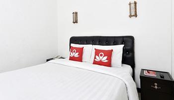 ZenRooms Cibogo Megamendung Puncak Bogor - Double Room Regular Plan