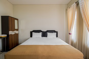 Doublet Guesthouse Bandung - Standard Room With Aircon Non Refundable Regular Plan