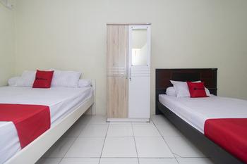 RedDoorz @ Frans Seda Kupang Kupang - RedDoorz Family Room Last Minute