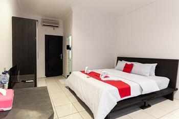 RedDoorz @ Jalan Sei Mencirim Medan Medan - RedDoorz Room with Breakfast Regular Plan