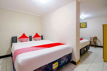OYO 1159 Bukit Indah Hotel & Restaurant Near RSUD Prambanan Yogyakarta - Suite Triple Regular Plan