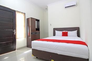 RedDoorz Plus near Rumah Sakit JIH Yogyakarta - Double Room Regular Plan