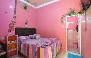 Homestay Nurya Malang - 3 Bedroom Reguler plan