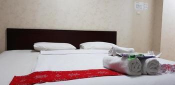 Kristalia Hotel Bandung - Standard Queen Room Only Regular Plan