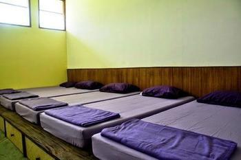 Avina Lembang Bandung - Dahlia Dormitory 6 Pax - Shared Bath Room  Regular Plan