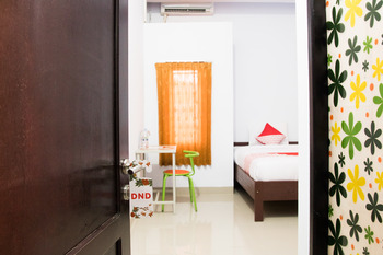OYO 791 Tanah Tinggi Guest House Ambon -  Deluxe Twin Room Regular Plan