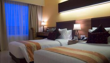 Sapphire Sky Hotel BSD - Superior Twin Room With Breakfast Regular Plan