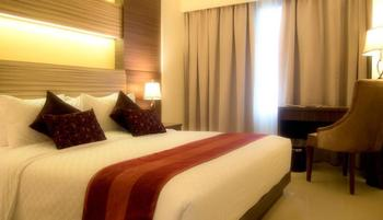 Sapphire Sky Hotel BSD - Deluxe Double Room With Breakfast Regular Plan
