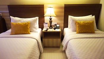 Sapphire Sky Hotel BSD - Deluxe Twin Room With Breakfast Regular Plan