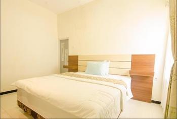 Shakila Guest House Malang - DELUXE Regular Plan