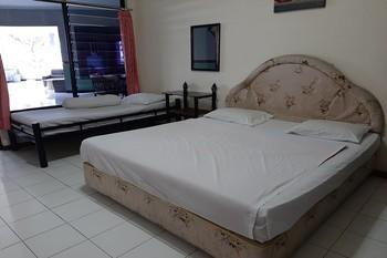 OYO 90132 Lie Mas Hotel Pasuruan - Suite Triple Promotion