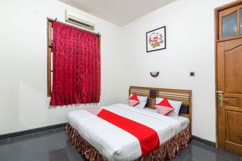 OYO 1212 Hotel Pakuning Yogyakarta - Deluxe Double Room Regular Plan