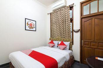 OYO 1212 Hotel Pakuning Yogyakarta - Standard Double Room Regular Plan