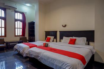 RedDoorz near Tugu Yogyakarta Jogja - RedDoorz Family Room With Breakfast Best Deal