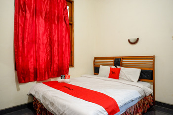 RedDoorz near Tugu Yogyakarta Yogyakarta - RedDoorz Deluxe Room Last Minute
