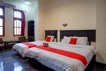 RedDoorz near Tugu Yogyakarta Jogja - RedDoorz Family Room Best Deal