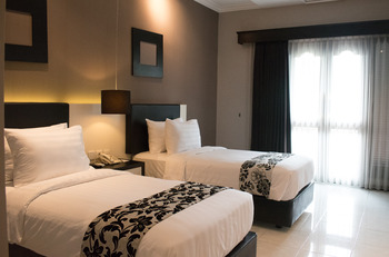 Luminor Hotel & Convention Jember Jember - Deluxe Breakfast Regular Plan