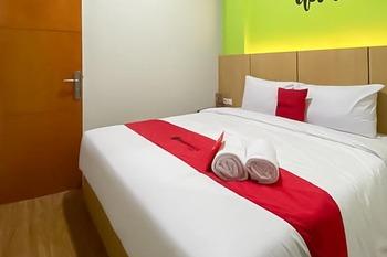 RedDoorz @ Darmo Surabaya Surabaya - RedDoorz Room with Breakfast Regular Plan