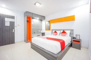 OYO 955 Hotel Boulevard Manado - Deluxe Double Room Regular Plan