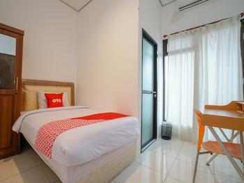 OYO 2067 Fedith Kost Syariah Palembang - Standard Twin Room Regular Plan