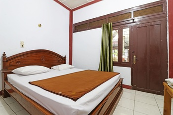 Borneo Hostel Jakarta - Standard Room Stay More, Pay Less