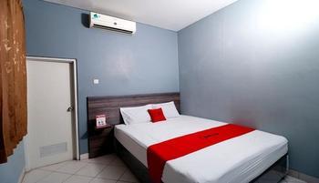 RedDoorz Plus near RS Harapan Kita Jakarta - RedDoorz Room 24 hours deal
