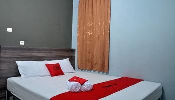 RedDoorz Plus near RS Harapan Kita Jakarta - RedDoorz Room with Breakfast Basic Deal