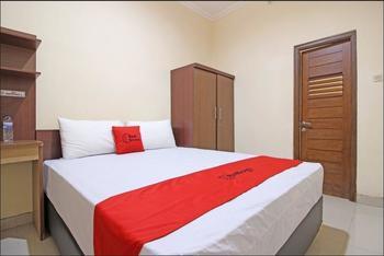 RedDoorz near Hartono Mall 3 Yogyakarta - RedDoorz Room with Breakfast 24 Hours Deal