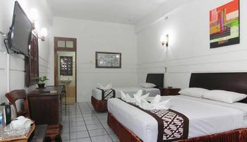 Paku Mas Hotel Yogyakarta - Triple Deluxe Room Regular Plan