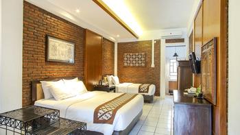 Paku Mas Hotel Yogyakarta - Triple Room dengan Pemandangan Taman Regular Plan