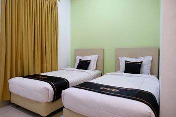 OYO 1612 Hotel Central City Belitung - Standard Twin Room Regular Plan