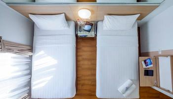 Red Planet Surabaya - Twin Room with Breakfast Regular Plan