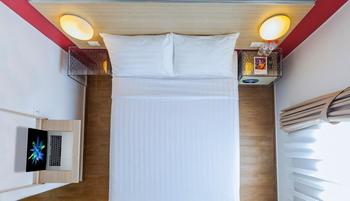 Red Planet Surabaya - Double Room with Breakfast & Free Takjil Regular Plan