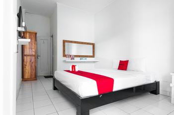 RedDoorz near Grojogan Sewu Tawangmangu Karanganyar - RedDoorz Room KETUPAT