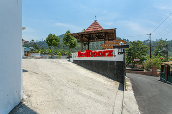 RedDoorz near Grojogan Sewu Tawangmangu