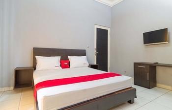 RedDoorz near Kebun Raya Bogor Bogor - RedDoorz Room Basic Deal