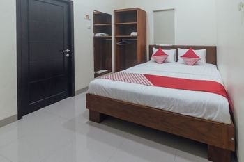OYO 1478 Clean & Comfort Homestay Ambon - Deluxe Double Room Regular Plan