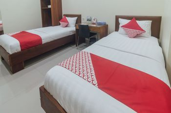 OYO 1478 Clean & Comfort Homestay Ambon - Deluxe Twin Room Regular Plan