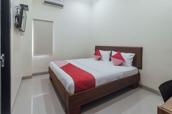 OYO 1478 Clean & Comfort Homestay Ambon - Standard Double Room Regular Plan