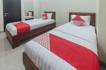 OYO 1478 Clean & Comfort Homestay Ambon - Standard Twin Room Regular Plan