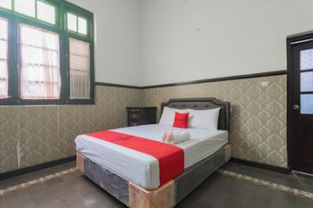 RedDoorz Syariah @ Kolonial Guest House Majalengka - RedDoorz Deluxe Room Gajian