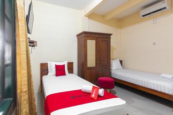 RedDoorz Syariah near Titik Nol Yogyakarta Yogyakarta - RedDoorz Twin Room 24 Hours Deal