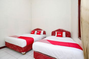 OYO 1808 New Bandungan Indah Semarang - Suite Triple Regular Plan