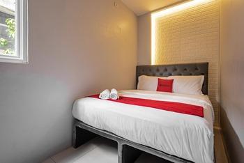 RedDoorz near Tanjung Duren 2 Jakarta - RedDoorz Room last minute