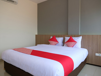 OYO 1047 The Holiday Guest House Belitung - Suite Double Regular Plan