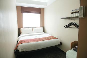 Favor Hotel Makassar - Studio Room Only WEEKDAY DEAL STUDIO